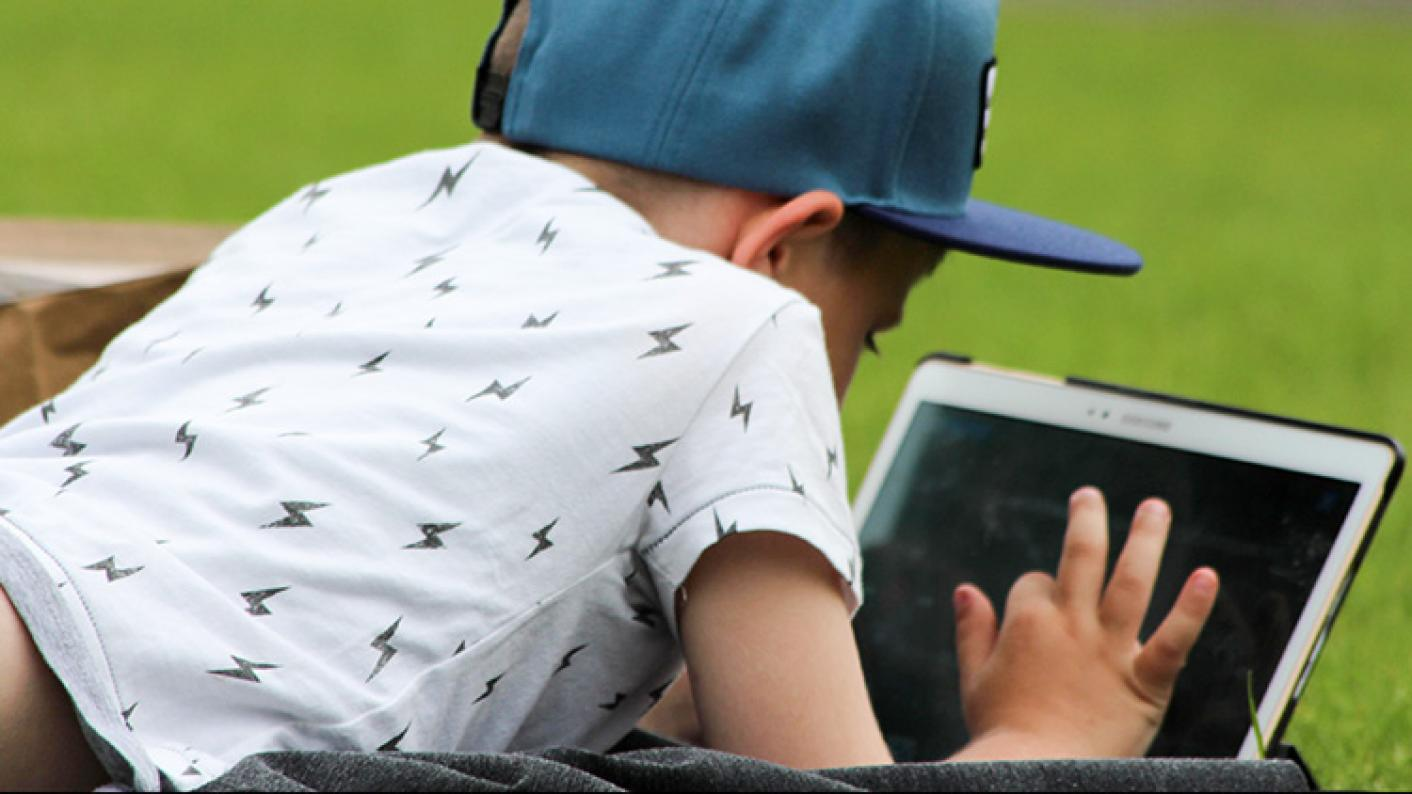 How cloud apps can help to create online school book clubs