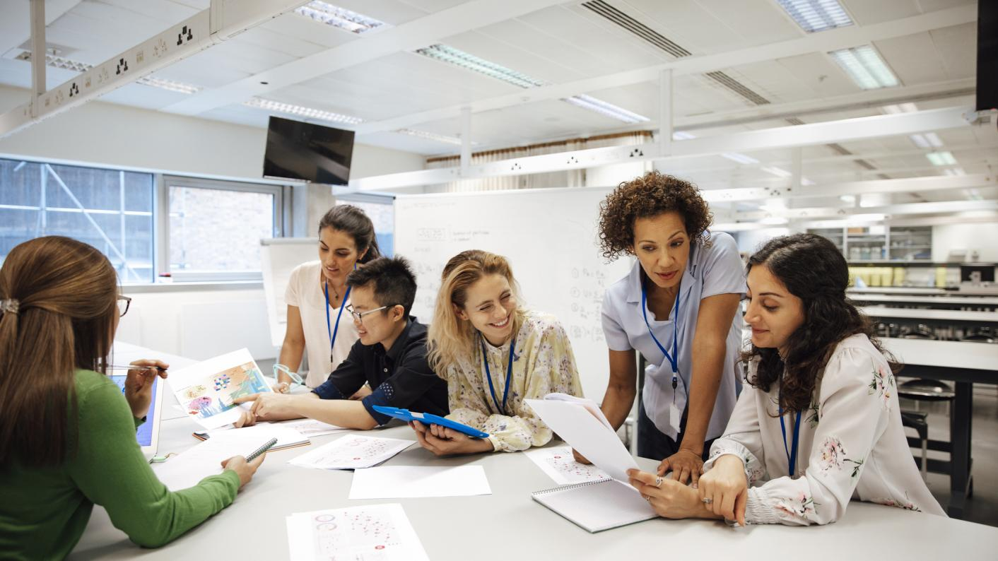Can FE teachers be expected to do research on top of their teaching commitments?
