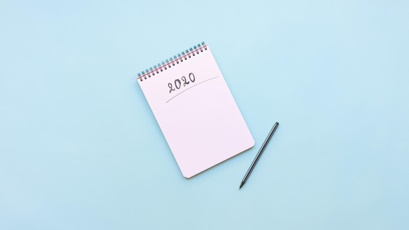 """Blank notepad, with """"2020"""" written at the top of the page"""