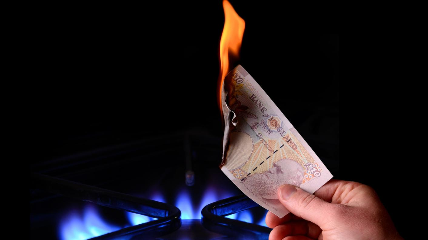 £10 note, catching fire off a gas cooking ring