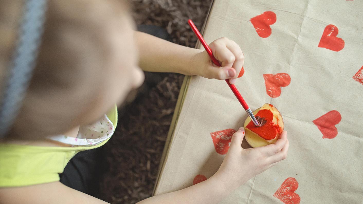 How teachers can help left-handed pupils