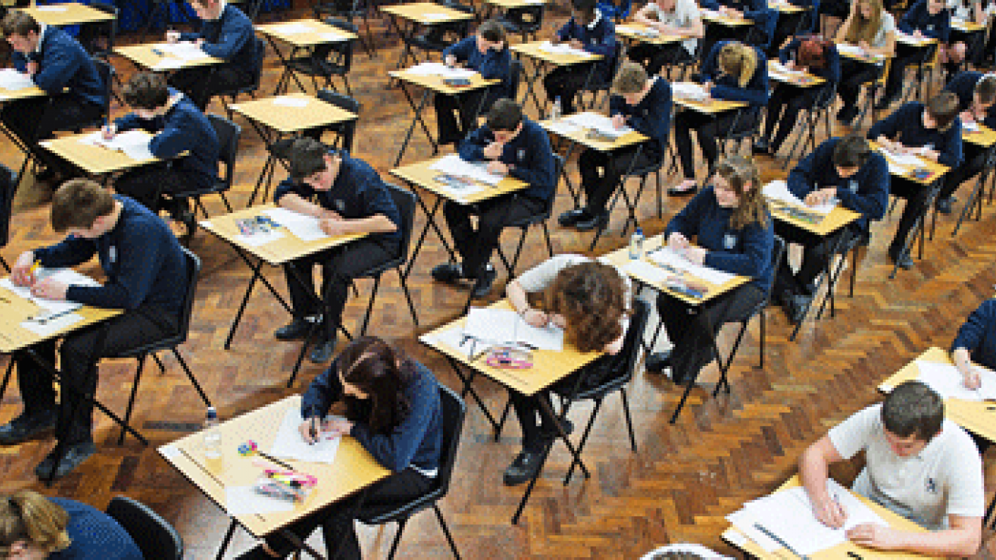 GCSEs: Early entry for GCSEs may disadvantage students, a DfE study suggests