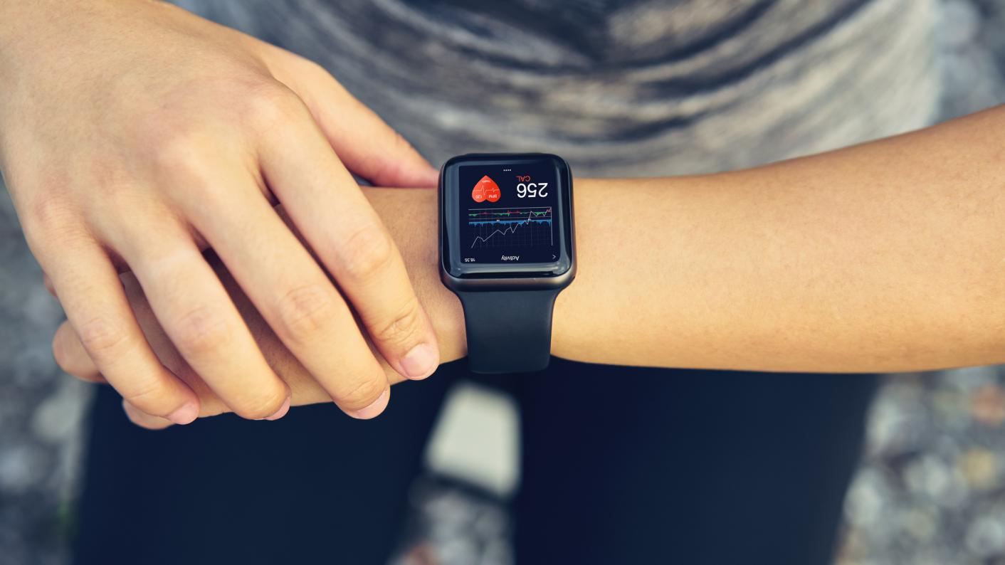 Person looking at their heart rate on a watch whilst exercising, healthy living resources